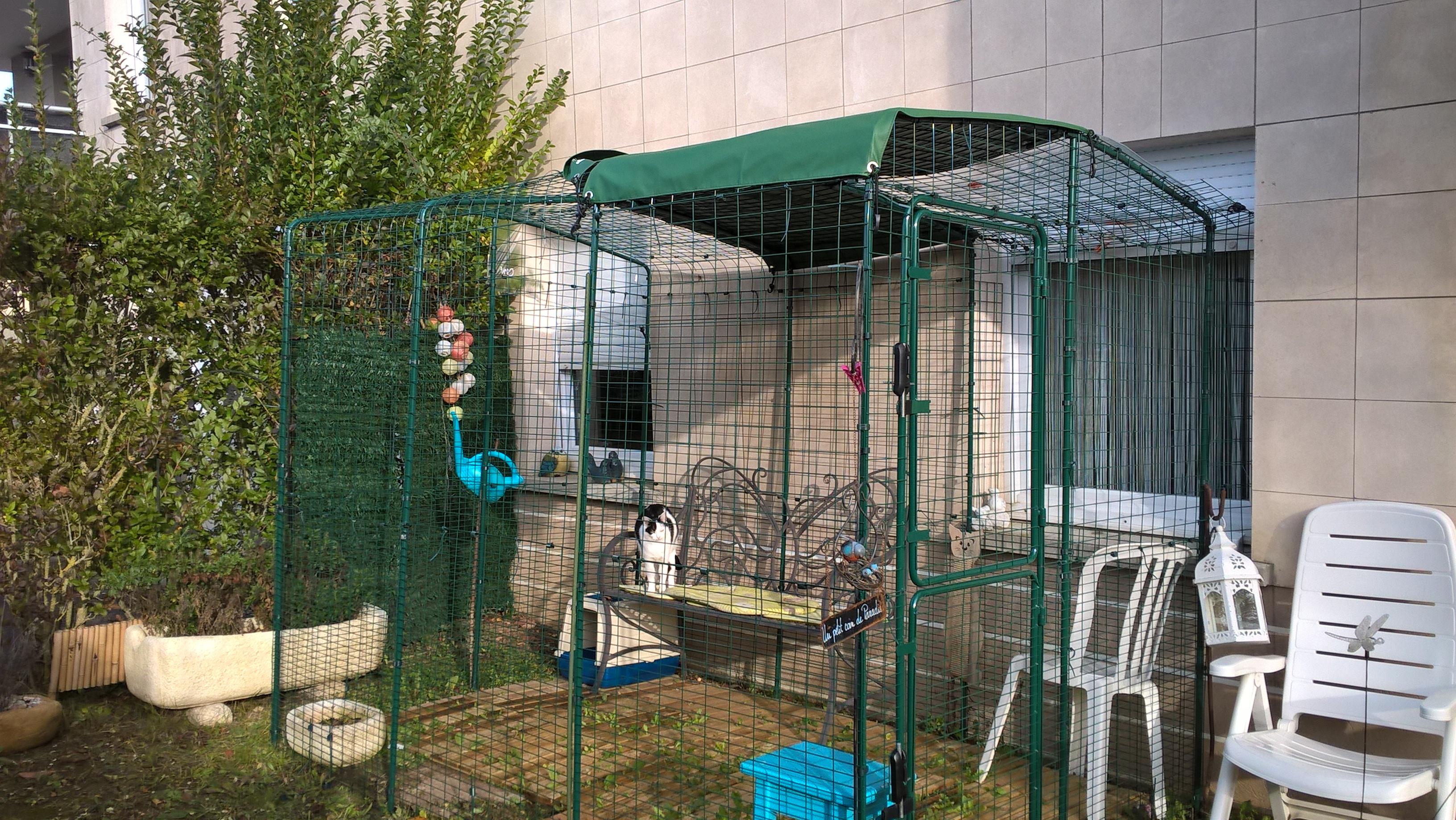 Outdoor cat run cat products omlet - Solution pour eloigner les chats du jardin ...
